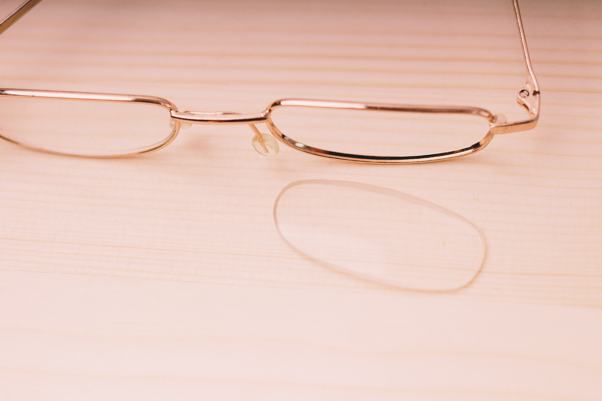 メガネスーパーが眼鏡チェーン初のオムニチャネル機能 ECサイトで在庫確認が可能に